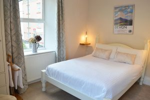 ast-Lyn-House-bed-breakfast-lynmouth-devon-bedroom-one-1280px